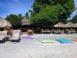 gili-air-bungalows-zipp-bar