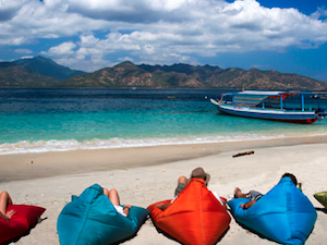 the-beach-club-gili-air-bungalows