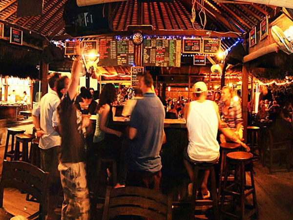 gili trawangan nightlife tir na nog