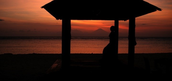 top-5-sunset-bars-gili-meno