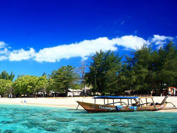 laguna beach resort gili trawangan
